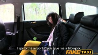 faketaxi hot Asian Babe schlug in Taxi