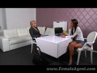 femaleagent - blonde body builder masturbiert