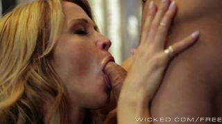 wicked - hot MILF Jessica Drake liebt Hahn
