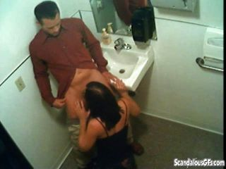 Blowjob in der Toilette