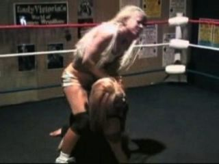Lady Victoria vs. Engel Williams (gefallener Engel)