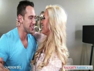 superb blonde cameron dee gibt Blowjob