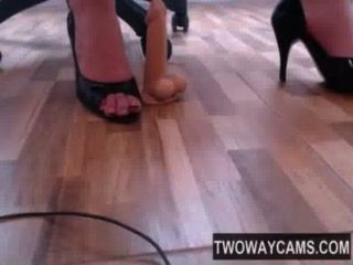 cam girl foot fetish mit Fersen und Dildo - twowaycams.com