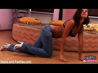 diese Jeans Petite beauty with nice figure willing to do anything to please his boy. He slowly undresses the baby and enjoy a smooth crotch, sticking a finger in the vagina, and tongue, meanwhile, enters the anal. Girl is groaning from such caresses and asks faster to get to the point. Cooney, Blowjob, and for dessert, he Fucks her anus. heiß, aber sie Petite beauty with nice figure willing to do anything to please his boy. He slowly undresses the baby and enjoy a smooth crotch, sticking a finger in the vagina, and tongue, meanwhile, enters the anal. Girl is groaning from such caresses and asks faster to get to the point. Cooney, Blowjob, and for dessert, he Fucks her anus. so eng!