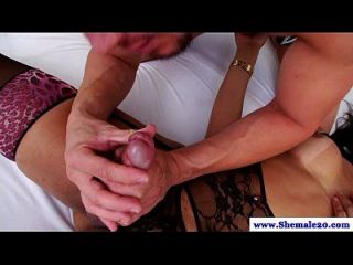 shemale Amateur in Dessous bekommt Blowjob
