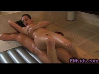 Tory Lane gibt nuru Massage