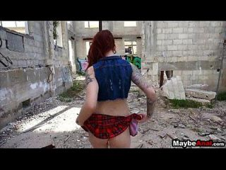 Redhead Rocker Chick Arschfick im Ghetto Sheena Rose 2