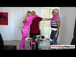 busty swedish milf fickt ihre stepdaughters bf