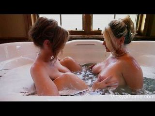 milfs in einer Wanne! superstars vicky vette \u0026 julia ann!