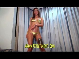 asiatische hochklassige Slapper in low class squat