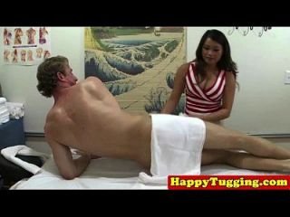 spycam asian masseuse gefangen tugging hahn