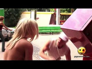 unglaubliche große boobs !!! nakedprank lustiges Video