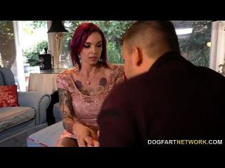 Anna Glocke Peaks saugt Monster Hahn bei Cuckold Sessions