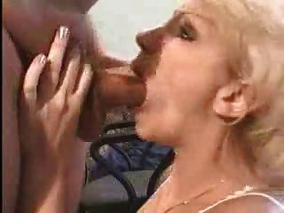 Amateur blonde Milf tiefer Oralsex - Ass2Mouth und schlucken