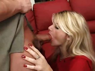 vollbusige geile reife fickt ihre Therapeutin - Vicky Vette