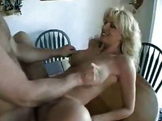 Deutsch MILF isst Sperma