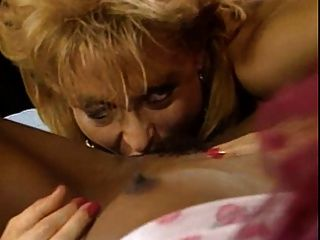 Nina Hartley und Engel Kelly Lesbenszene