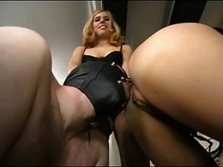 2 sexy blond Strumpf & High Heel Domina Ball Busters