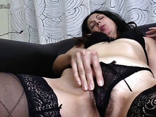 here currently single, alter Mann des sexy Mädchens young and just