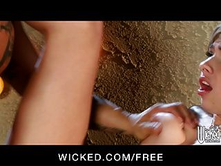 wicked - blonde Teen Kellnerin molly bennett fickt einen Kunden