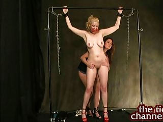 christina carter kitzelt big Tit Blondine