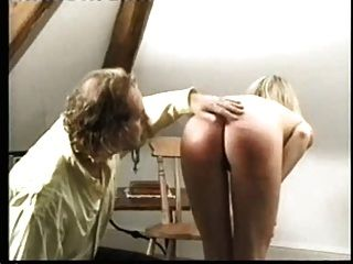 nackte blonde caning