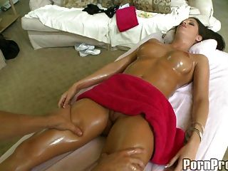Hot Big Tit Sexbombe Massage.6