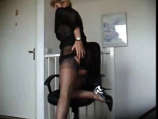 teasing Mutter in Nylons