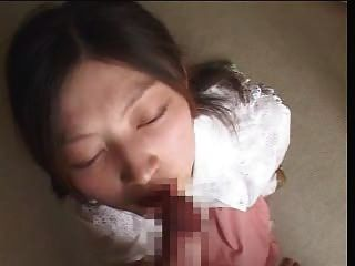 asiatische Puppe recieves riesigen messy facial 4