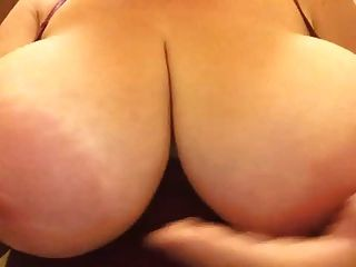 massive boobs und areola