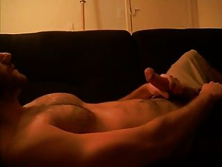 str8 behaarte chested cum auf couch