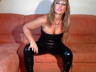 blonde deutsch im catsuit