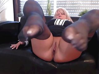 Reifen Deutsch Blonde Solo Footjob In Nylon