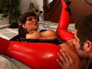 Busty Babe in Latex immer gefickt