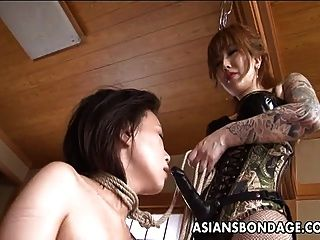 tattooed up asian domina strap auf fucking die sub