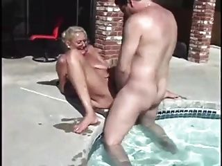poolside granny anastasia sands liebt hahn