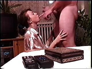 Amateur Blowjob in Gold Satin Teil 2.