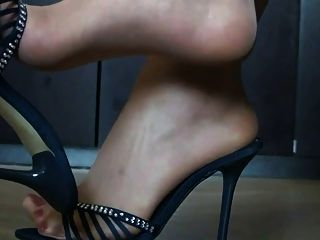 Füße in Nylon und High Heels