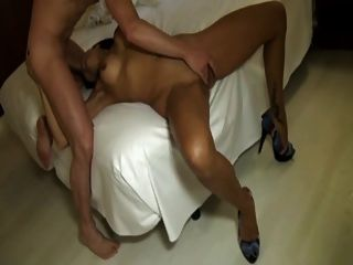 lara analfucked im Hotel