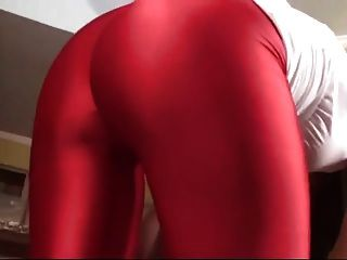 Herrin In Rot Legging Facesitting