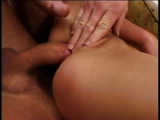 sexy Brünette in Anal Action