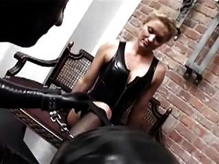 blonde deutsche Latex Herrin bdsm