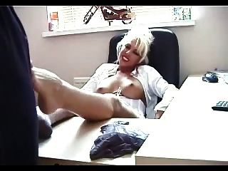 bürojunge footjob