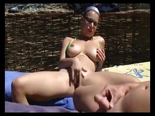 Masturbation und Blowjob am Strand