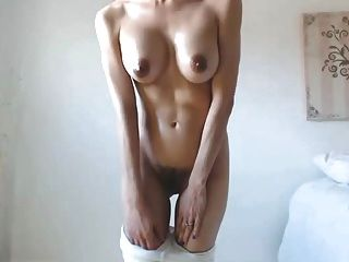 hot babe big boobs titten dunkle nipples haarige cameltoe pussy