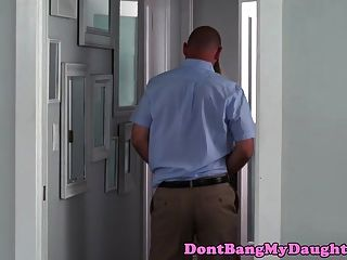 Cockhungry Teen doggystyled von Stiefvater Kumpel