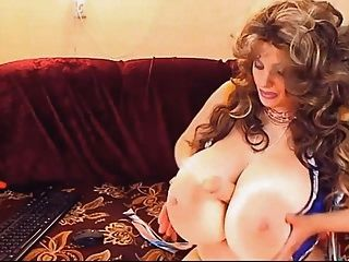 blonde MILF mit Riesentitten Webcam