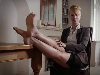 british milf boss fuß necken