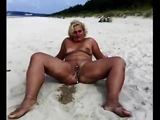 blonde reife pees am strand
